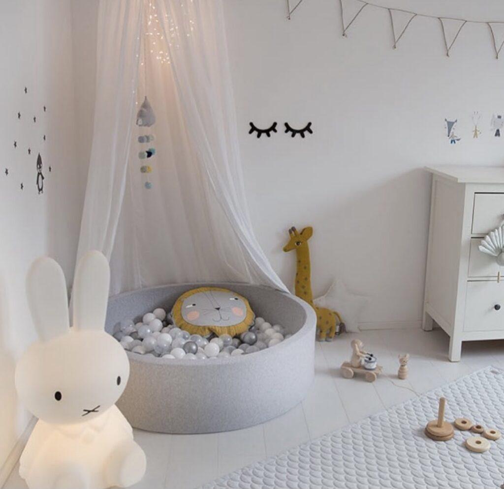 Bällebad im Kinderzimmer