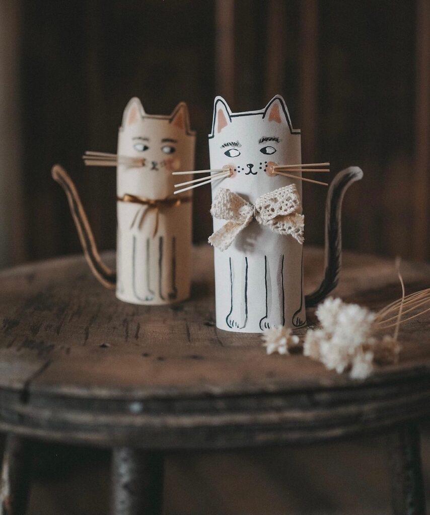 Katzen aus Klopapierrollen